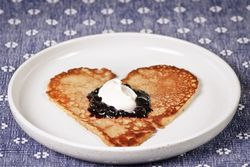 Blueberry_heart_pancakes